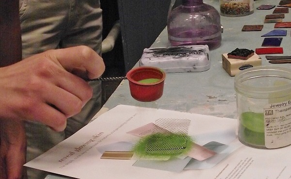 easy sifting for enamels