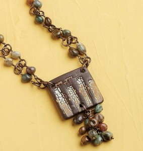 The Cobblestone necklace is made by connecting links made with gemstone beads. This gemstone jewelry project is free in our eBook.