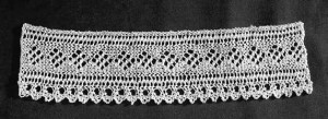 Want to get started lace knitting? This gorgeous lace edging is perfect for kicking off your lacemaking journey!