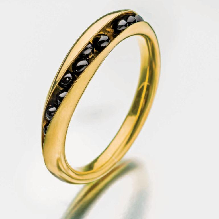 Black onyx bead photo: Jim Lawson.
