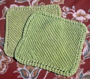 Learn how to knit these garter stitch dishcloths in this free guide.