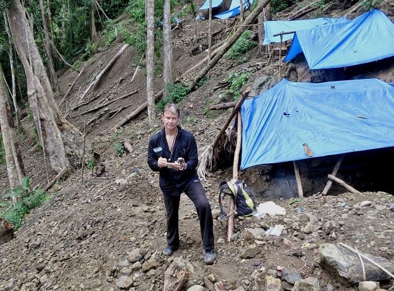Joel Izey mining for Batu Manakarra gemstones in Indonesia