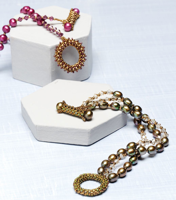 Learn how to make a toggle bracelet with pearls in this FREE eBook pearl beading and pearl jewelry designs.