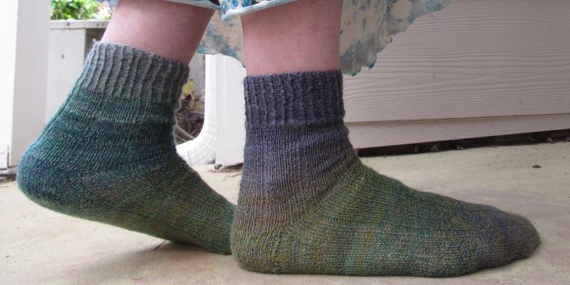 Her Handspun Habit: Handspun Socks Fit For Goldilocks