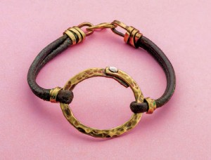 Learn how to make a leather bracelet in this FREE leather jewelry making eBook.