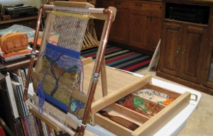 Learn how to make a tapestry loom stand from an art easel in this free DIY tapestry weaving guide.