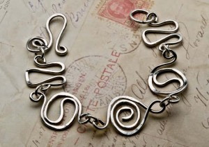 Learn how to make a wire bracelet in this free ebook on making wire jewelry.