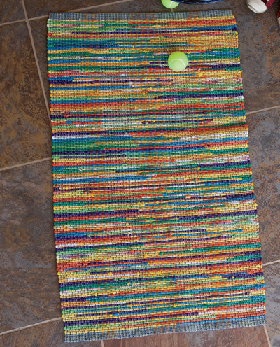 Learn how to make a rug out of T-shirts in this exclusive, FREE weaving recycled yarn projects.