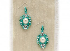 Learn how to make these quick and easy earrings in this FREE eBook on seed bead earrings.