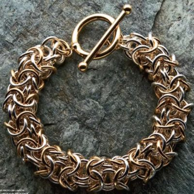 Ultimate guide to jewelry-making techniques with 5 free projects.
