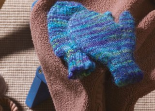 Knitting Gloves for Kids: Unspun Roving Mittens by Amy Clarke Moore