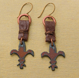 Learn how to make leather earrings in this FREE leather jewelry making eBook.