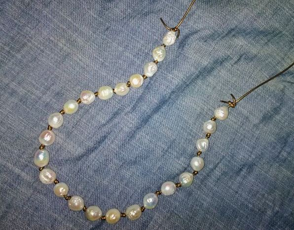 leather jewelry making: leather and baroque pearl necklace