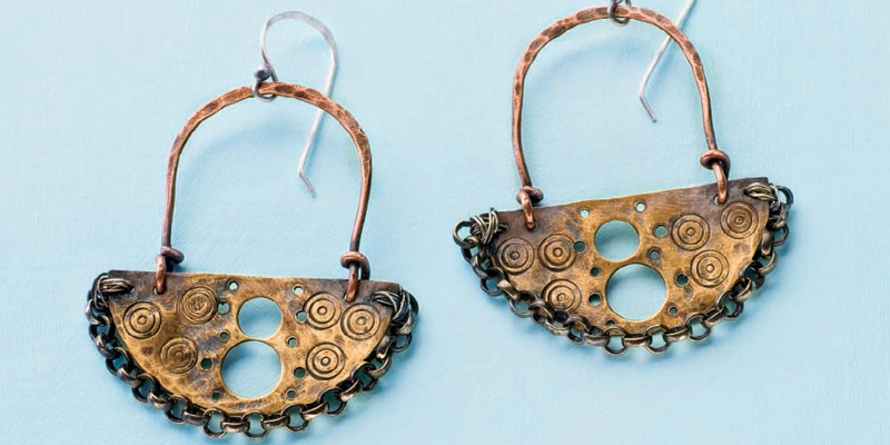 Learn how to metal stamp jewelry in this FREE eBook.