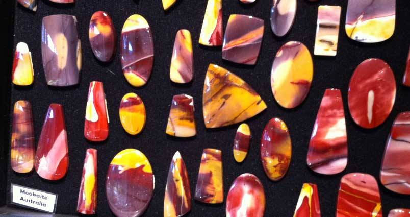 Mookaite cabochons at Barlows Gems at the 2017 shows; photo: M White