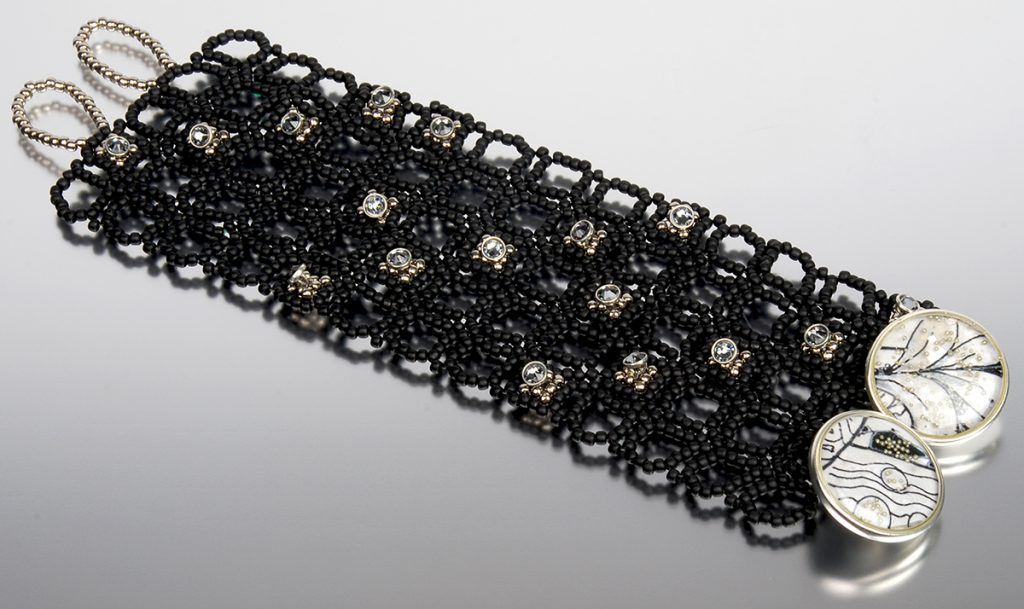right angle weave seed bead bracelet tutorial, from seed bead fusion by Rachel Nelson Smith, with Tammy Honaman