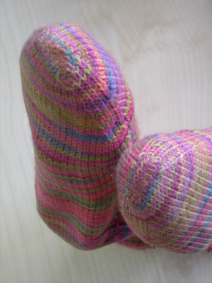 Knit Kitchener Stitch To Finish A Sock : Kitchener Stitch No More: Alternative Technique to Finishing Knitted Socks ...
