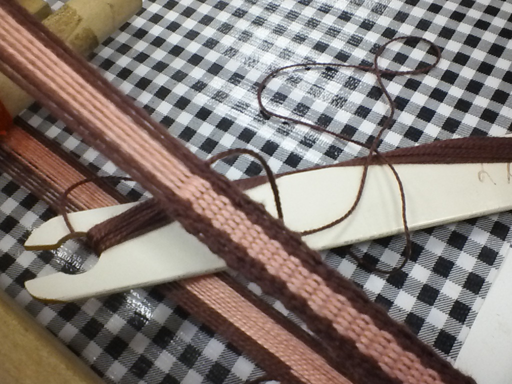 Create bands using inkle weaving, and use them for a variety of purposes.