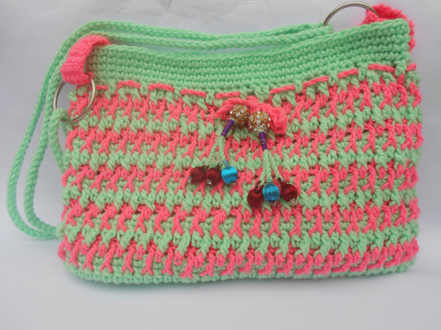 This crochet bag is a great example of easy crochet colorwork