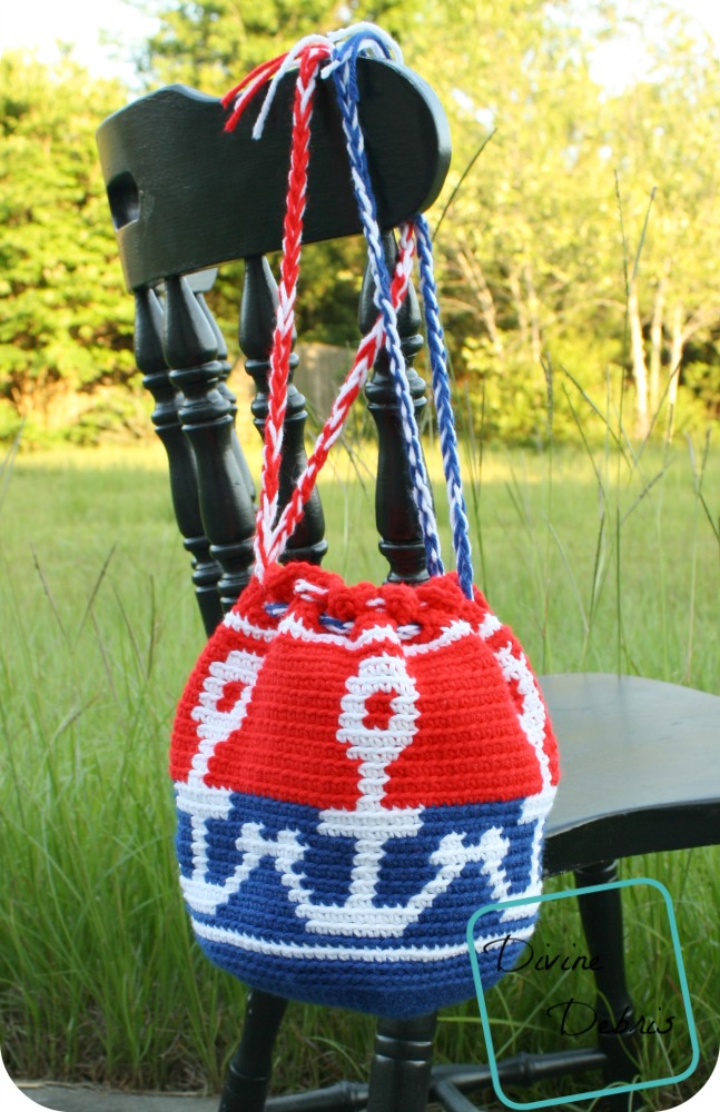 This eye-catching crochet bag is worked with tapestry crochet.