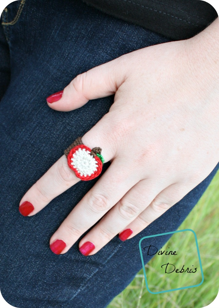 This apple crochet ring is perfect for fall.