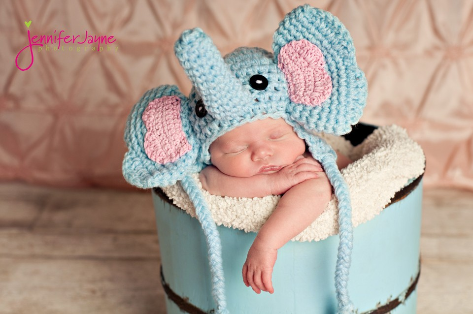 Baby crochet hat. This is the perfect crochet hat prop for your next photoshoot.