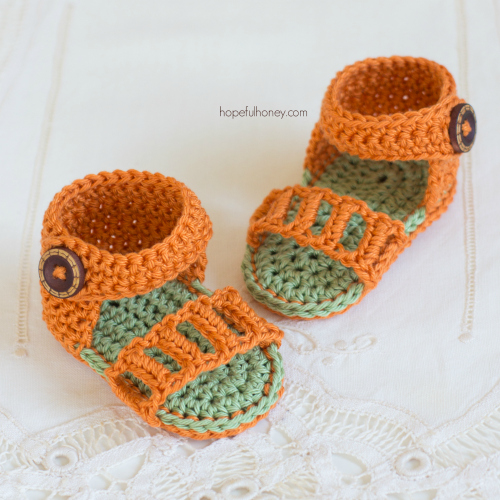These baby crochet sandals are very stylish.