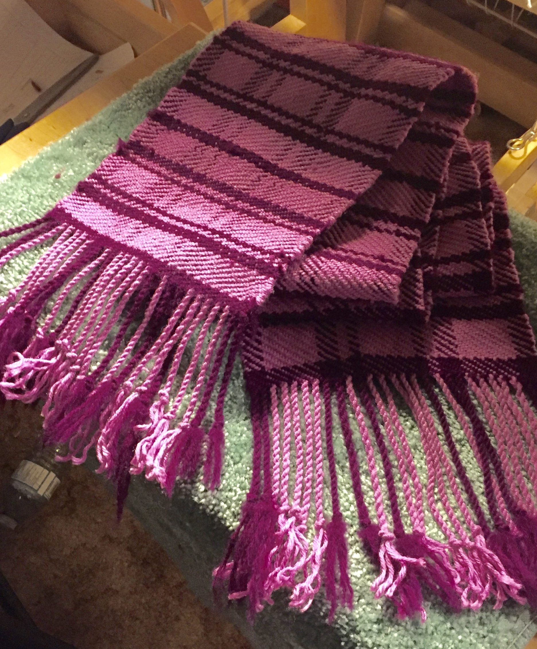 Check out the weaving pattern for this cute pink handwoven scarf!