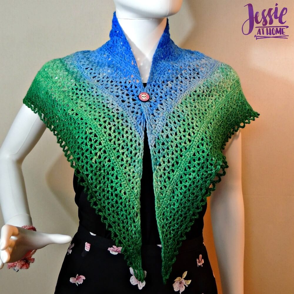 This lace crochet shawl is beatiful and easy.