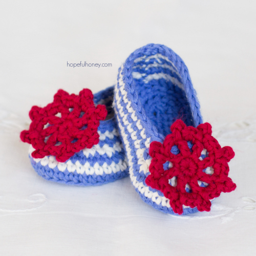 These crochet baby booties have a fun crochet nautical theme.
