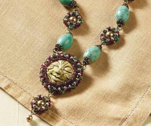 You need this Eau Claire cabochon setting free beading project using right-angle weaving and seed beads.