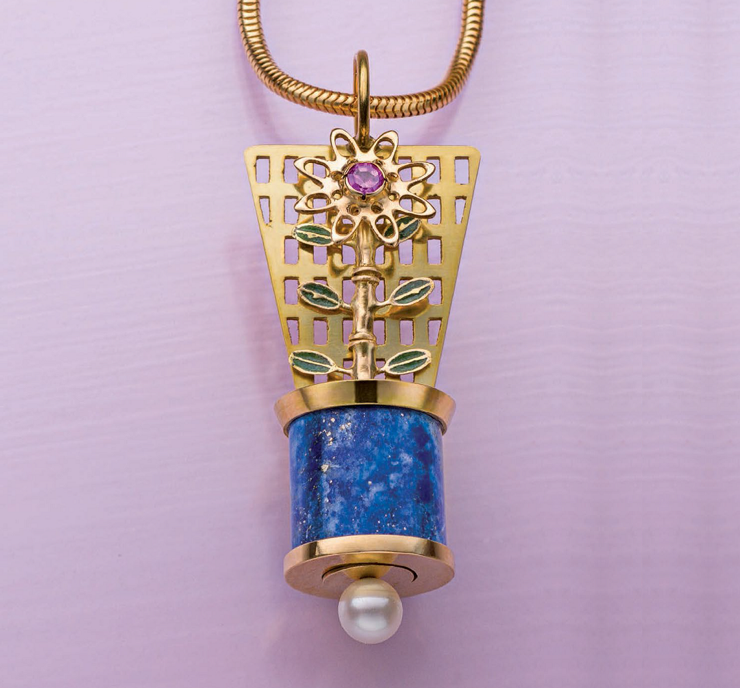 Grant Robinson's Flower Pendant with a Secret was originally published in Lapidary Journal Jewelry Artist, December 2014; photo: Jim Lawson