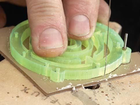 sawing-plastic-acrylic-ThomasMann