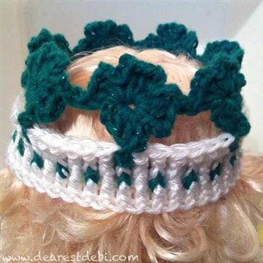 This crochet shamrock crown is perfect for St. Patrick's Day.