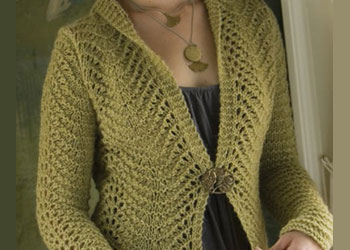 Learn how to knit this knitted lace cardigan called Tailored Scallops in this free eBook.