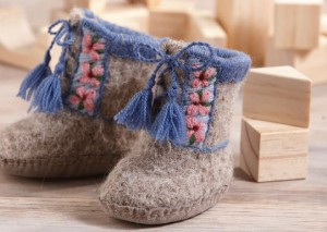 These little booties are the perfect gift to create for baby! Use knitting, felting, and embroidery to achieve magnificent detail.
