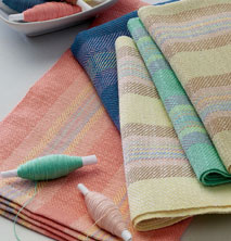 Learn how to weave with these free weaving projects, such as this 4 shaft handwoven towel and placemat project.