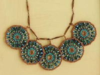 wire-coils-peacock-wheels-necklace
