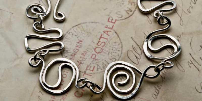 Learn how to make wire jewelry in this wire jewelry making advice page.
