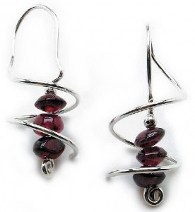Learn how to make an earring hook that's integrated in this free wire wrapping jewelry eBook.